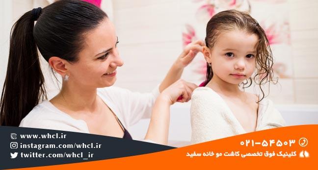 شانه کردن موی کودکان